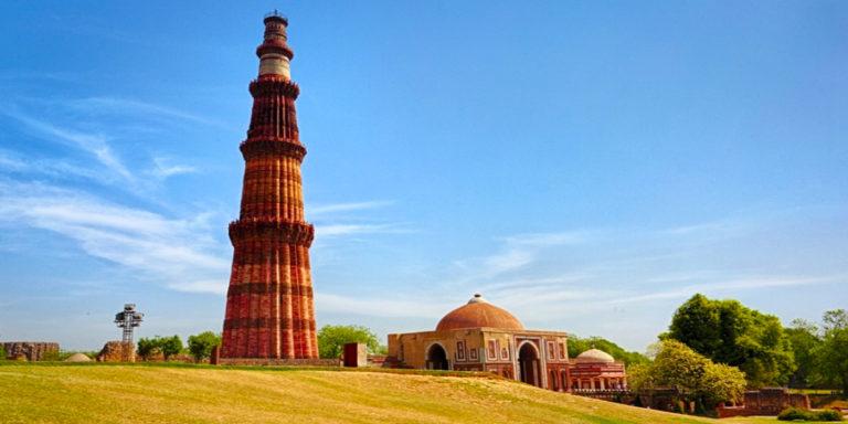 4) Qutab Minar